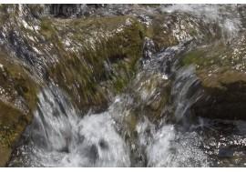 Водопады и пороги на горной реке
